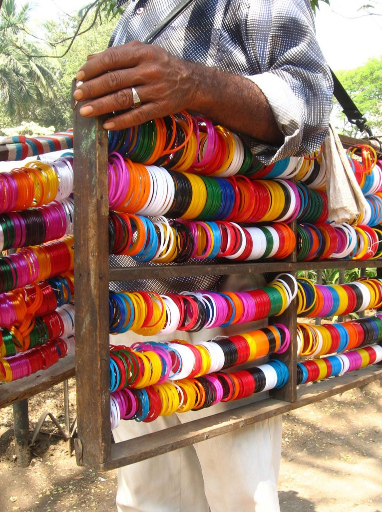 Bangle-seller in Ind