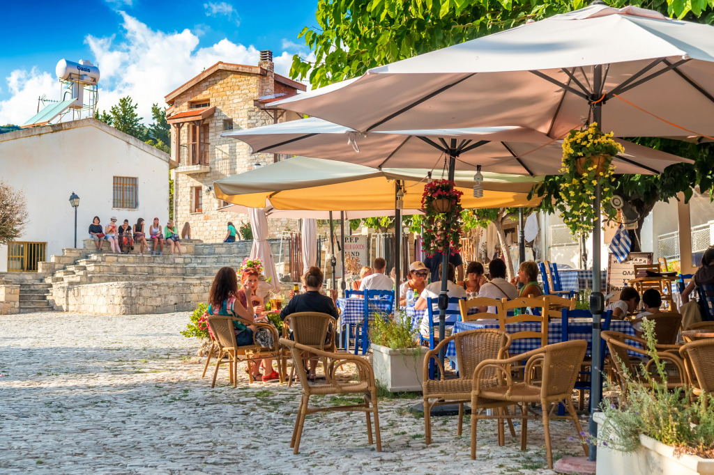 Street Cafe in Omodos, Cypr